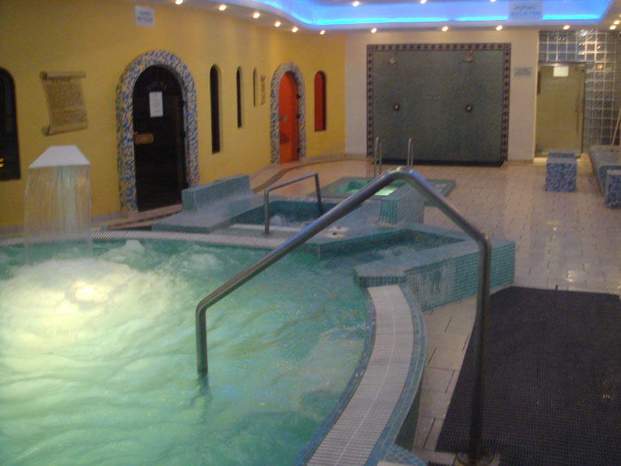 non-slip-floor-and-jacuzzi